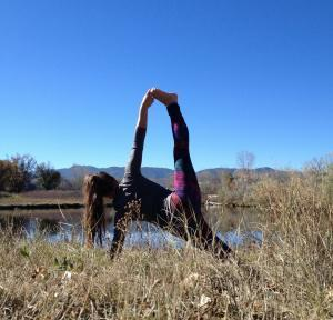 side plank pose - yoga for hiking